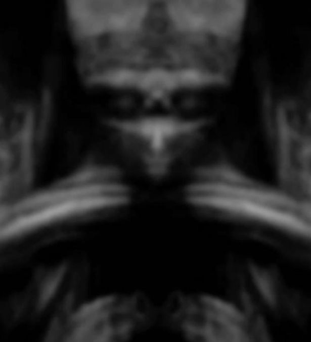 Is an Alien Hidden in Mona Lisa?