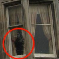 Ghost and UFO Pics!!  Dog suicide! Australia's most haunted house? Pyramid on Ceres?...