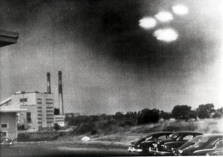 Salem, Massachusetts, USA. 3rd August, 1952. This picture, taken through the window of a laboratory by a 21 year old U.S. coastguard, shows four unidentified flying objects as bright lights in the sky. Many American's believe them to be flying saucers.